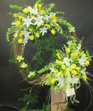 Stylish Sprays on a Grapevine Wreath Easle