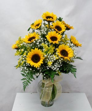 In a clear vase with complimenting filler