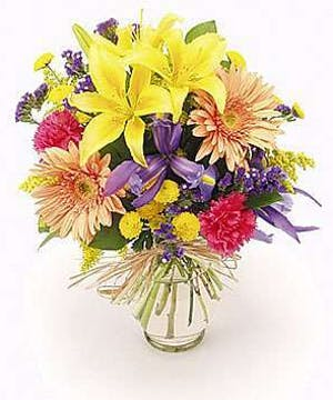 Mixed summer flowers in a clear glass vase
